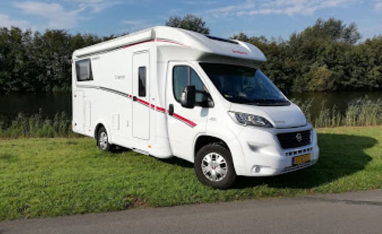 NIEUWE CAMPER JUST 90 2021 – Dethleffs camper AUTOMATIC for 5 persons, single beds and pull-down bed