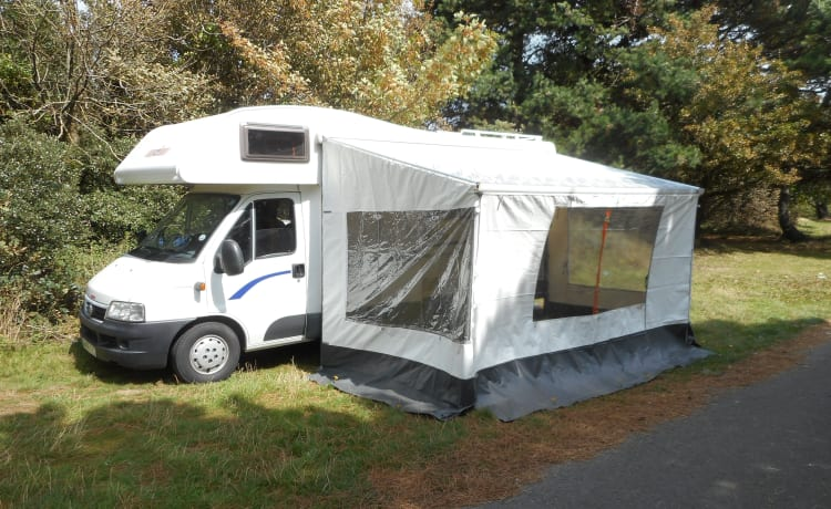 EASY 2  MOTORHOME HIRE JUST TURN UP AND GO 2
