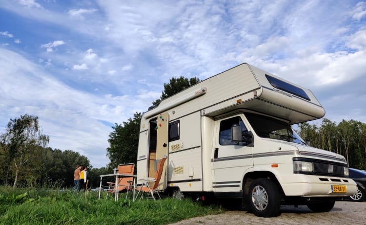 Sjaakkie Trekhaakkie – Super neat, practical, self-sufficient complete family camper for rent