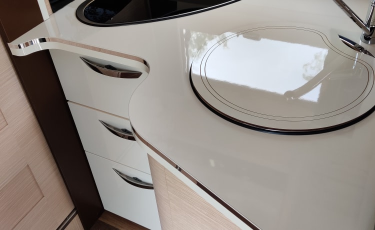McLouis – New, cozy, spacious family motor home