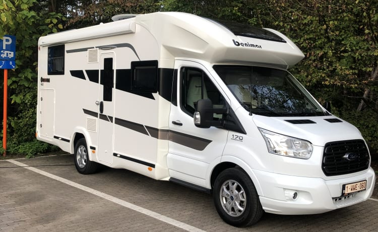 Dream on Wheels – Luxury new camper for rent