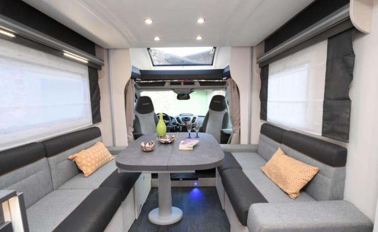 Volledig uitgeruste gezellige motorhome (2020) – with spacious lounge and large, separate and lockable shower and toilet
