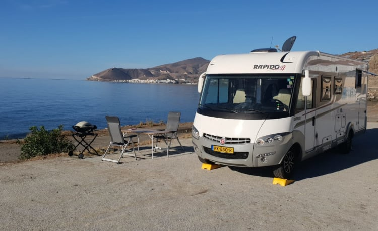 The Bullet – Luxurious and spacious 4-person Rapido (Automatic)