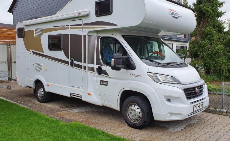 CARADO – VERY SPACIOUS 4 PERSON FAMILY CAMPER WITH ALL THINKABLE COMFORT.