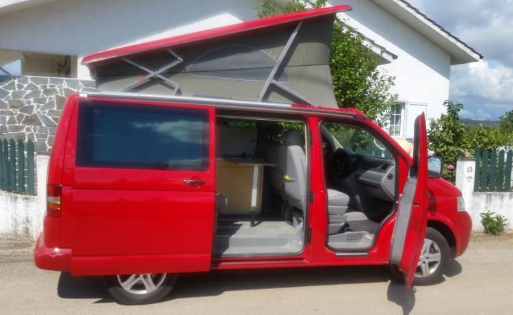 Rosso tornado Volkswagen California   4 persone   chilometraggio gratuito