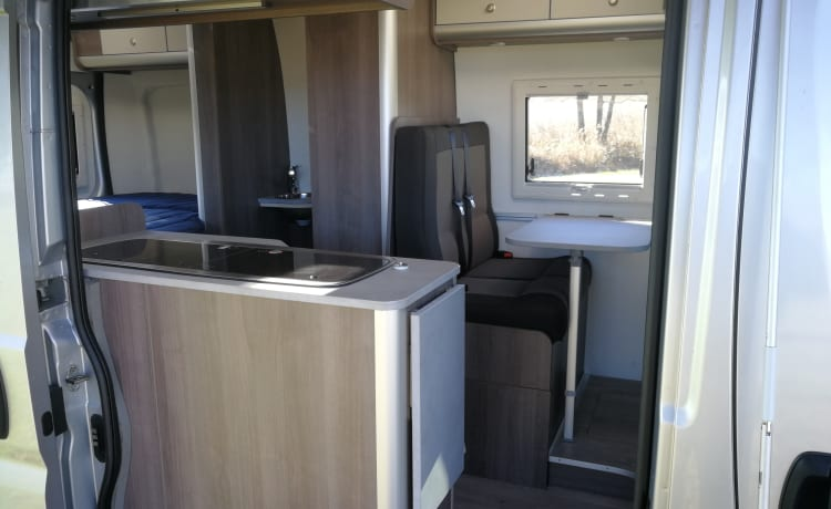 Lela – Spacious and luxurious double camper
