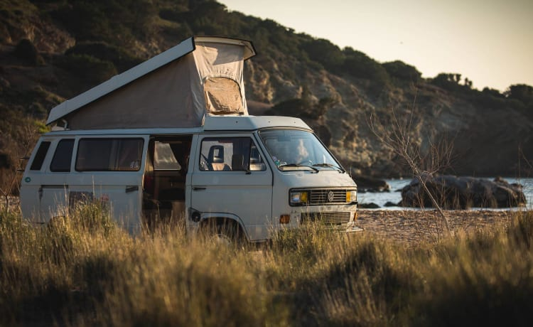 Smockey – CamperVan sleeps 4 to explore Greece