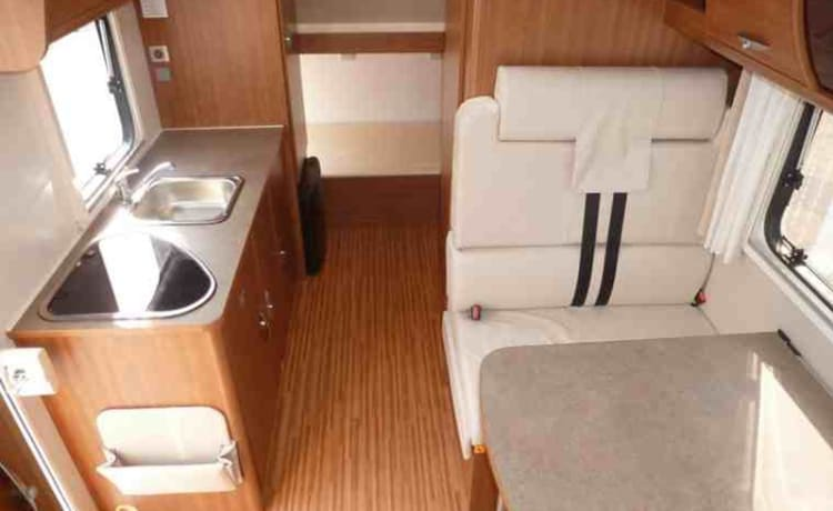 7 Pers. 4 Fixed beds Spacious Rimor 2018. Autom. 150 hp Rijb-B