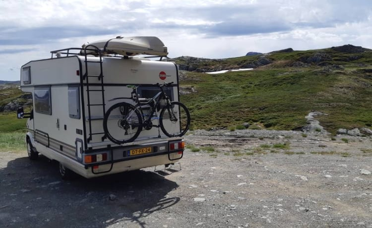 Theo – Beautiful 4-person camper with all mod cons