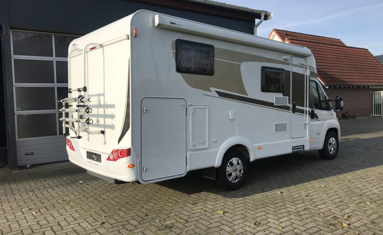 Carado 337 – Beautiful Carado T 337 motorhome is ideal for 2 people (Hymer group)