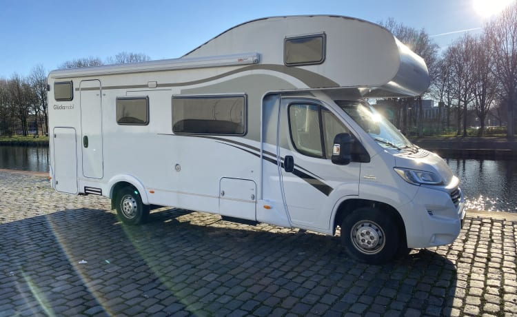 Spacious 6 pers. Capron A72 from 2016