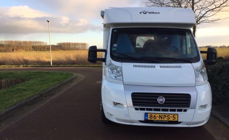 Fiat 2.2 multijet, Euro 4 groen – Compact 4-person camper for rent in Friesland, strong, efficient engine