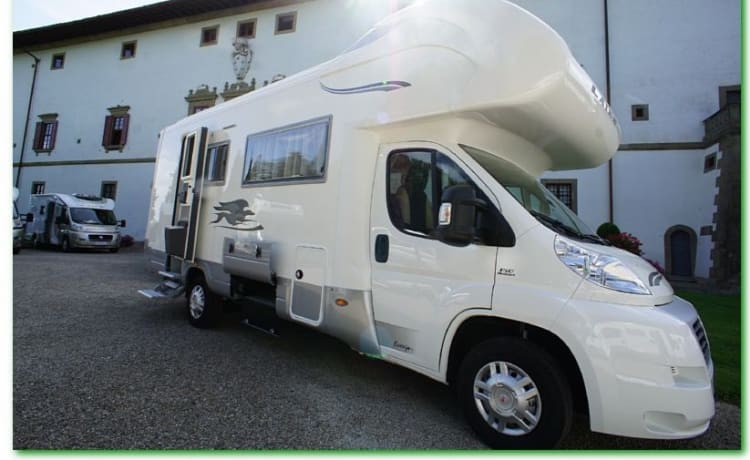 EcoVip Camper – Super luxury spacious family camper, beautiful Italian interior with air conditioning!