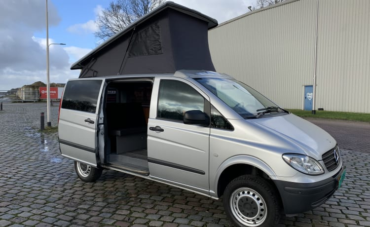 Compact 4 pers. Mercedes Vito - Automatic - 4x4