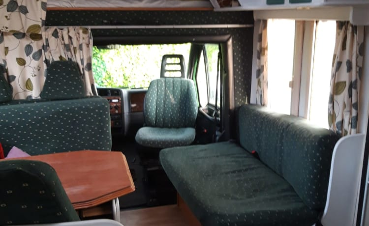 Cozy and spacious Benimar 4-person motorhome