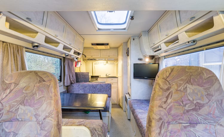 Spacious family camper for the perfect motorhome trip