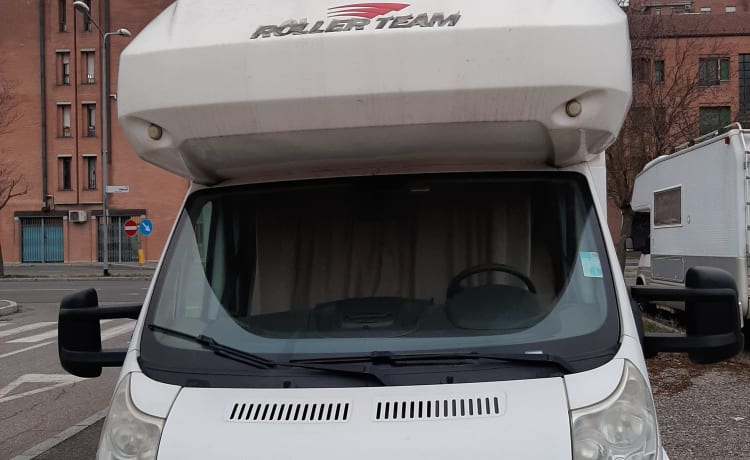 Roller Team Pegaso 7 beds, 4 travel