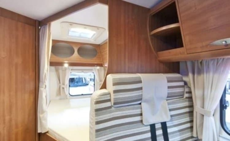 20021- Very nice 4-person camper with 2 sleeping places / BF4