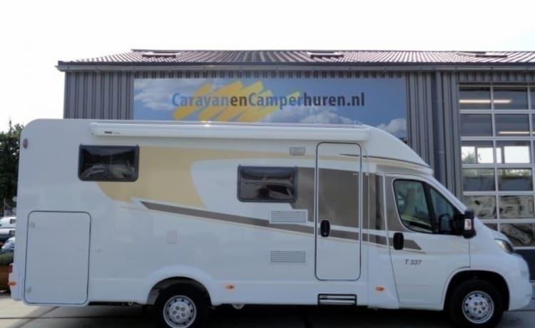 Ruime camper voor 2 personen, enkele bedden / CSB3