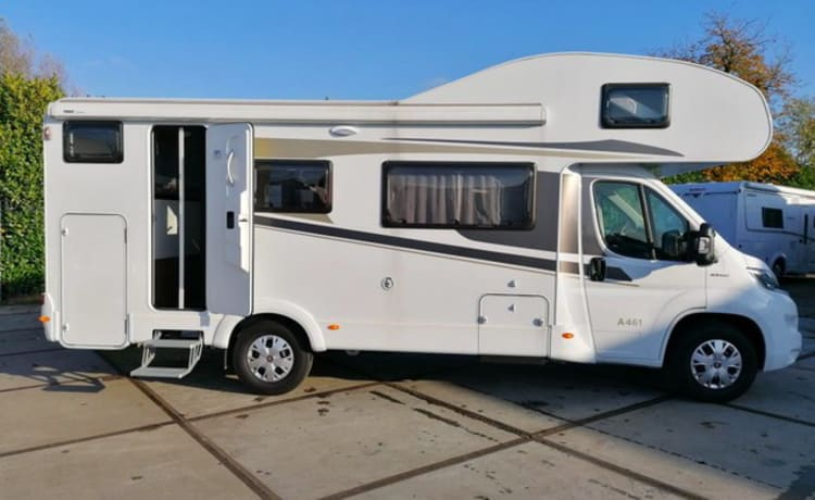 Camper for 6 people, fixed bed / CF6