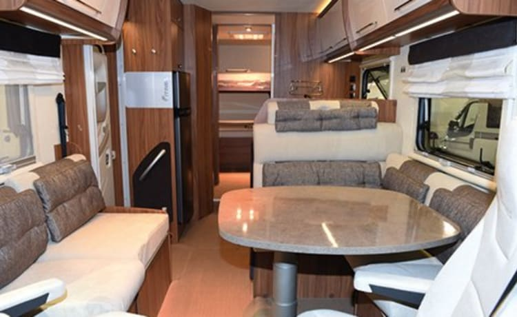 integral motor home of the itineo SB 740 brand very child friendly