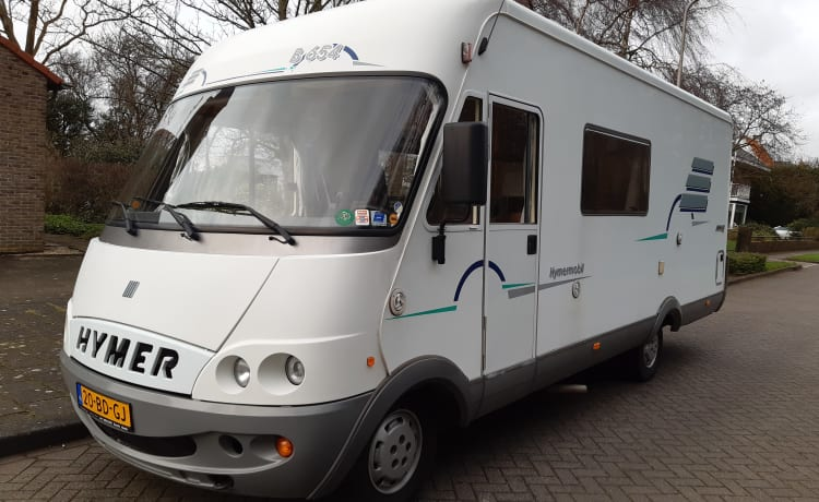 B654 – spacious family camper 5 persons