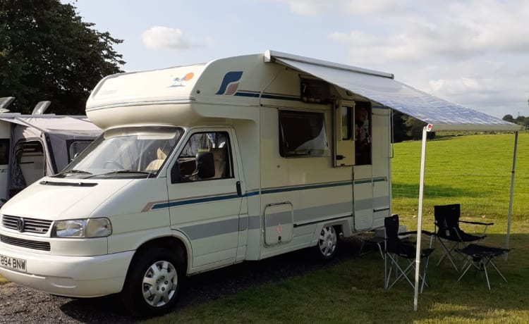 Benny – Newly renovated Classic VW 2 berth motorhome for hire