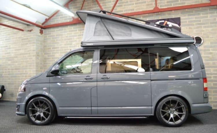 Camper di lusso VW T5 Sportline con pannello solare da 160 W.