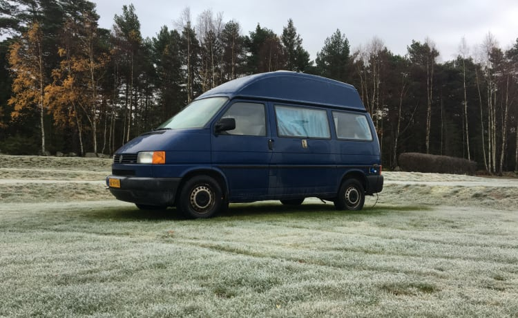 Spacious cozy VW Transporter t4 2.5 TDI Camper with fixed high roof