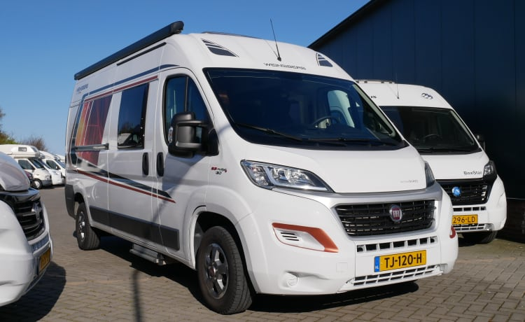 Weinsberg Carabus 601, 4 sleeping places, 4 seats, with awning