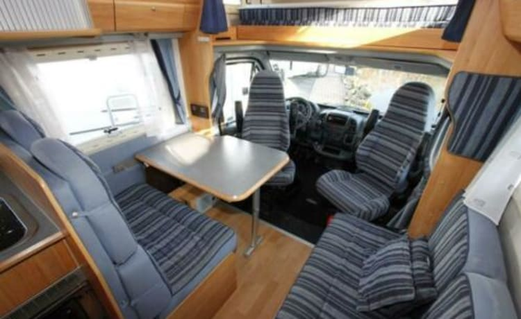 Bob – Spacious, cozy camper with air conditioning + navigation for family