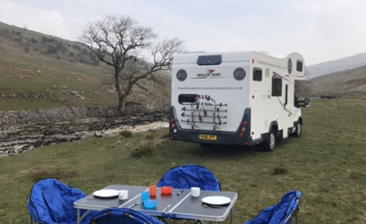 Explorer VI – Camper Adventure