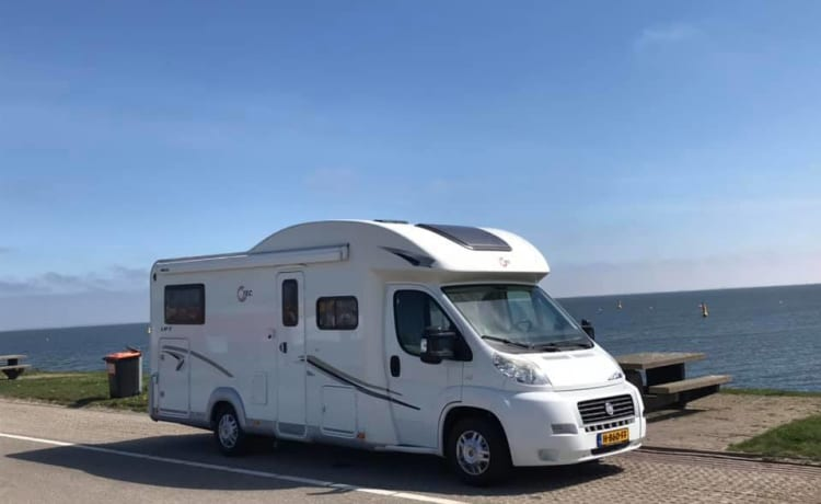 Spacious, comfortable and luxurious 2 to 4 person camper.