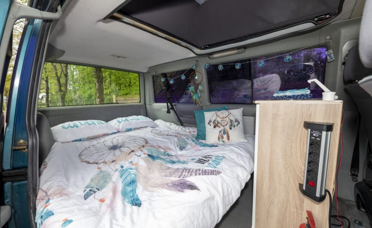Dreamcatcher - Multivan VW T4 accogliente e robusto con tetto sollevabile