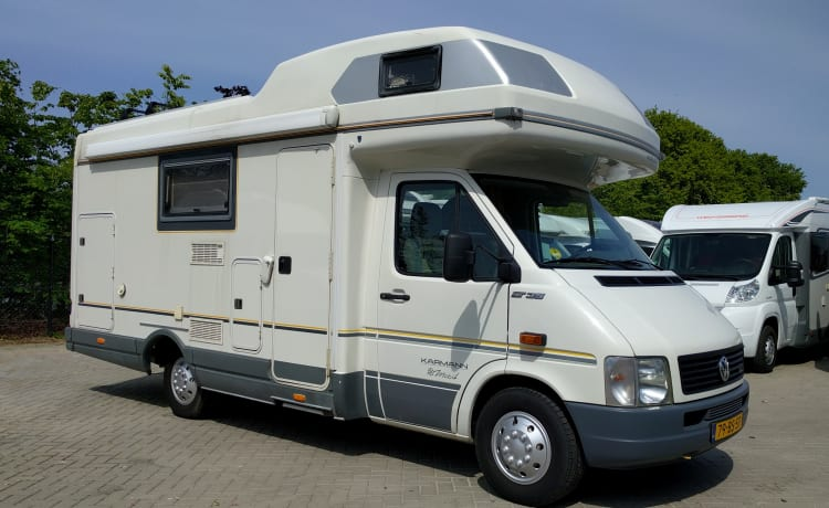 Volkswagen LT Karmann, Corona proof! With 6 sleeping and 6 seats