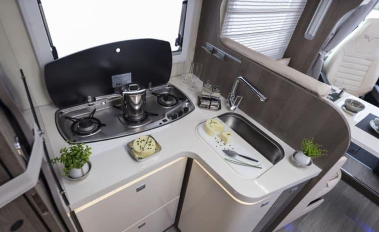 Motorhome To Enjoy – Luxueuze motorhome Mobilvetta K Silver 59 - 4 personen