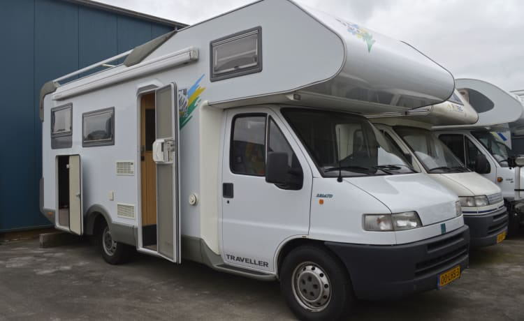 119 Knaus Traveller 685 – Large 6 person family camper with fixed beds and free inventory!