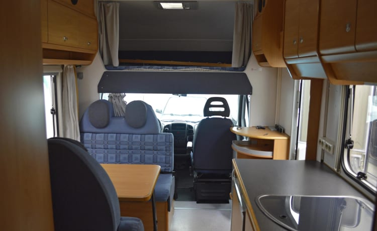 110 Knaus Suntraveller – Generous 6 person family camper with fixed beds and free inventory