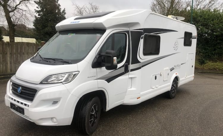 Fully equipped 3p camper knaus 650MEG with length beds, air conditioning, km free