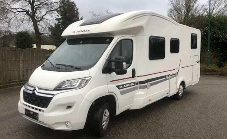Fully equipped 4 pers camper Adria 2, length beds and fold-down bed, km free