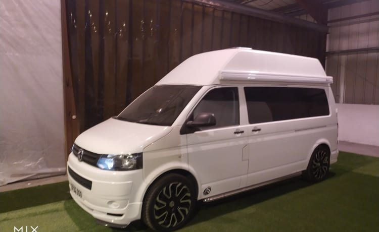 VW T5 BRAND NEW CONVERSION, SEATS AND SLEEPS 3