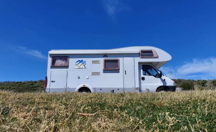 Sun Traveller – Family Camper with 2 fixed double beds and large garage