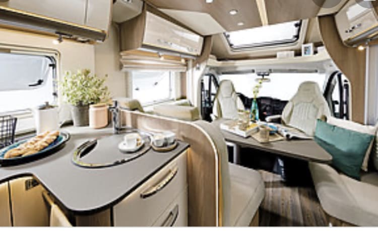 2020 4 BERTH TOP OF THE RANGE LUXURY MOTORHOME - voor maximaal 4 personen