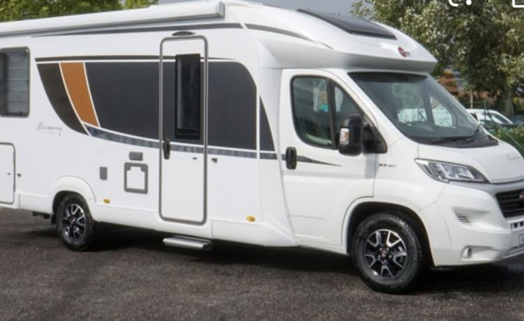 2020 4 BERTH TOP OF THE RANGE LUXURY MOTORHOME - to sleep up to 4