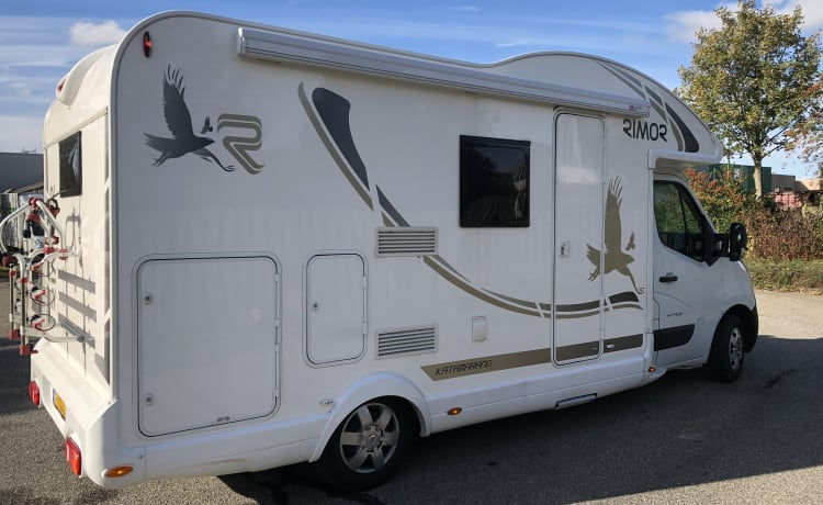 Fully furnished spacious 4 person camper with 4 sleeping places, KM free.