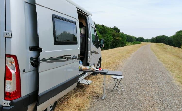 Campie – Super nice Renault Master Font Vendome Campervan