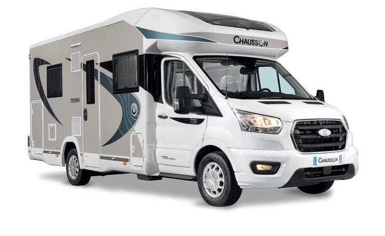 New spacious camper with Kingsize lift bed - Chausson 720, model 2020