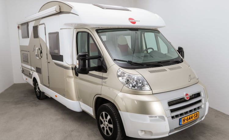 Nice family camper with all amenities
