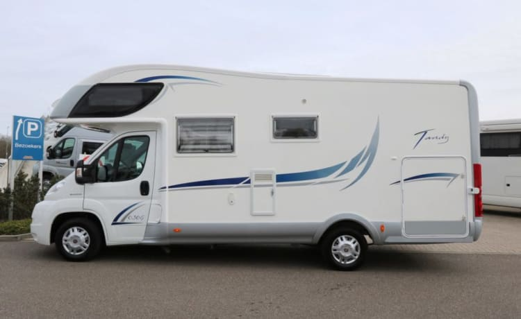 'The Queen' – A spacious, very luxurious Alcove Camper for an unforgettable holiday!