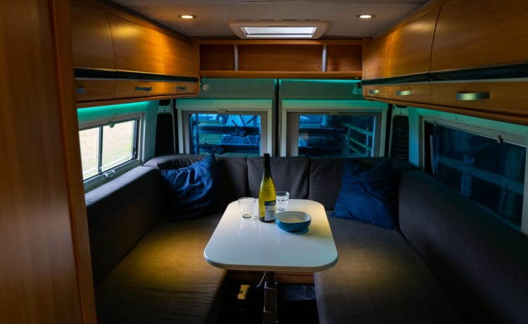 Beautiful bus camper with a large bed 2.10 x 1.90 m with large round seat.